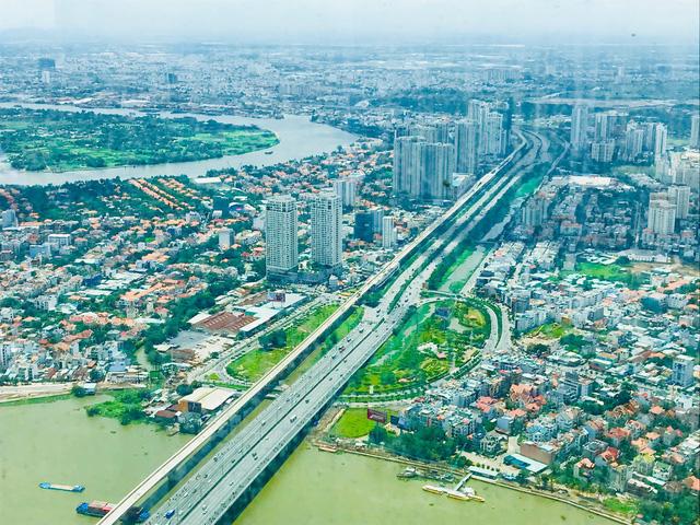 Bất chấp kẹt xe, ngập nước, khu nhà giàu Thảo Điền vẫn ken đặc dự án BĐS